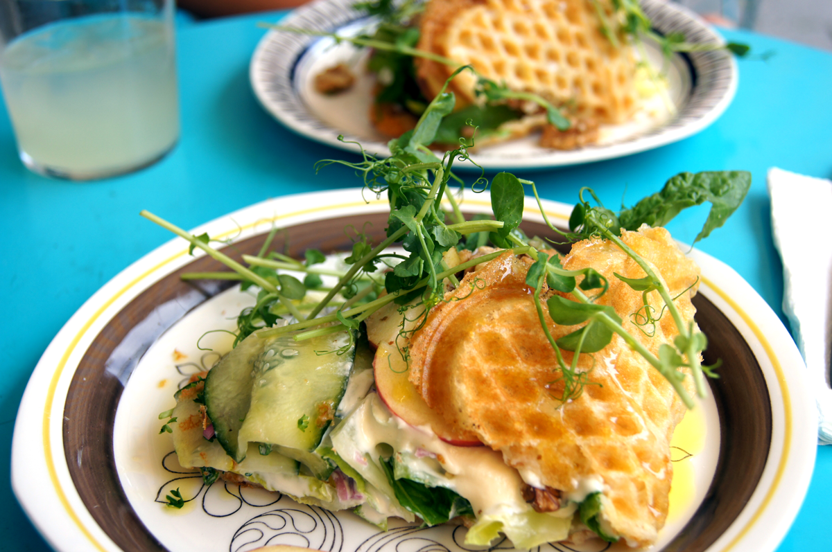 Food-Talking-Plates-WaffleSalad3Groot
